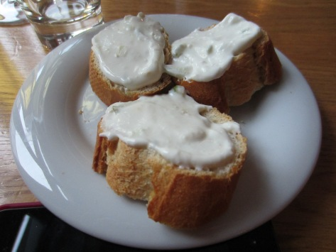 Bread with cream cheese, apple and ginger.