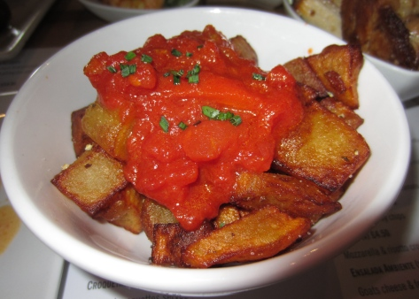 Patatas bravas - crispy potatoes with a tomato sauce
