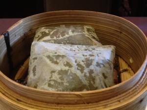 Lo mai gai - steamed glutinous rice in lotus leaves