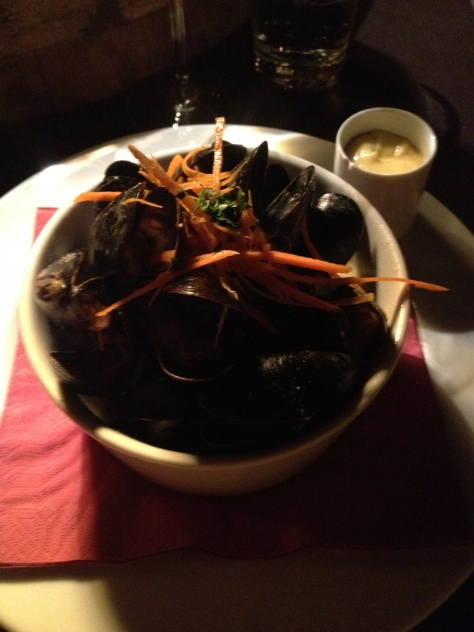 White wine steamed mussels, cream, parsley, garlic, carrots with a hint of chilli, aoli and toasted bread
