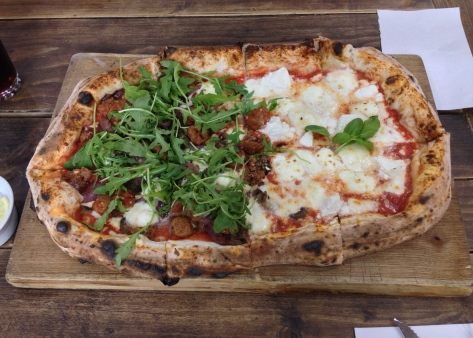 Half metre pizza with 2 toppings - 4 formaggi and meatball