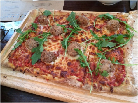 Chilli meatball with wild rocket & parmesan pizza
