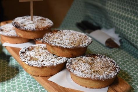 Spiced pear crumble pie