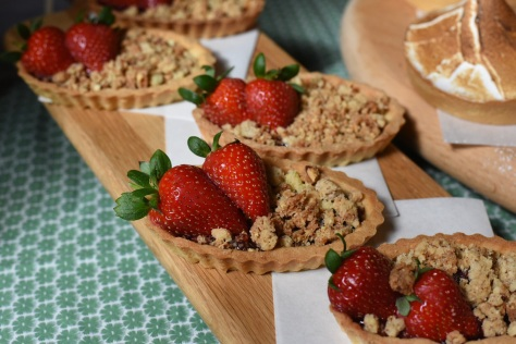 Strawberry balsamic crumble